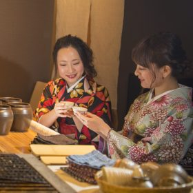 【Limited on Friday, Saturday, Sunday】 Go to Japanese pub with Aizumomen kimono♪ Kimono for evening (Izakaya) Couple Plan