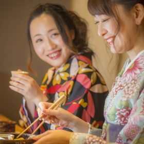 【Limited on Friday, Saturday, Sunday】 Go to Japanese pub with casual kimono♪ Kimono for evening(Izakaya)Couple Plan